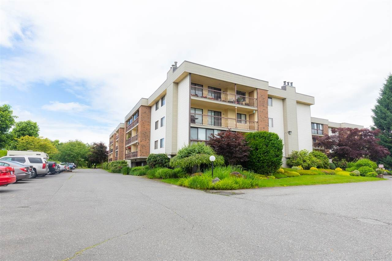 """Photo 15: Photos: 1111 45650 MCINTOSH Drive in Chilliwack: Chilliwack W Young-Well Condo for sale in """"PHOENIXDALE ONE"""" : MLS®# R2469702"""