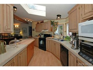 Photo 9: SAANICHTON MOBILE HOME = SAANICHTON REAL ESTATE Sold With Ann Watley! Call (250) 656-0131