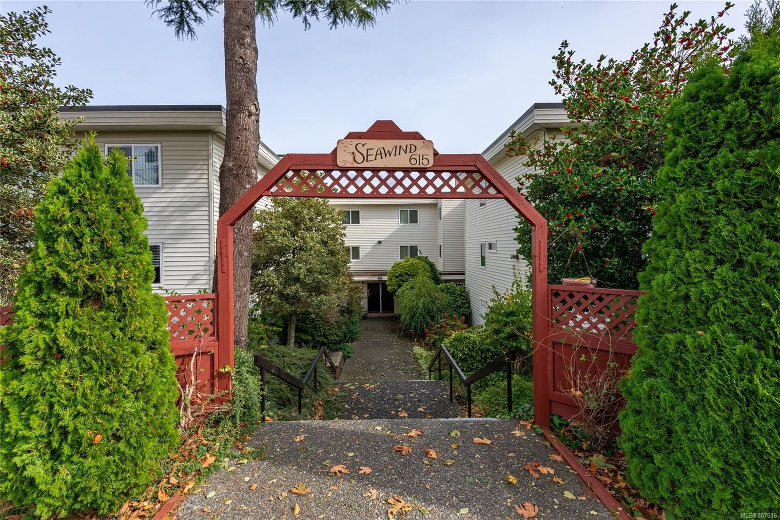 Main Photo: 205 615 Alder St in Campbell River: CR Campbell River Central Condo for sale : MLS®# 887616