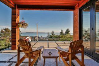 Photo 2: 14191 WHEATLEY Avenue: White Rock House for sale (South Surrey White Rock)  : MLS®# R2141246