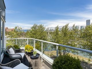 """Photo 1: 407 1551 MARINER Walk in Vancouver: False Creek Condo for sale in """"LAGOONS"""" (Vancouver West)  : MLS®# R2383720"""