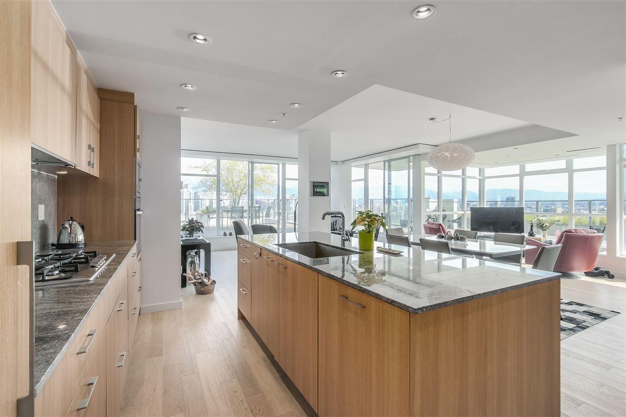 Wide open kitchen!