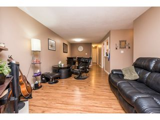 """Photo 6: 10531 HOLLY PARK Lane in Surrey: Guildford Townhouse for sale in """"HOLLY PARK LANE"""" (North Surrey)  : MLS®# R2147163"""