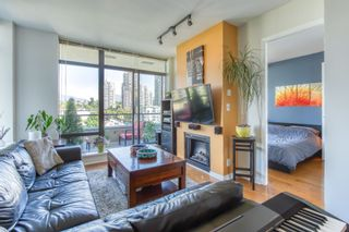 """Photo 1: 805 2355 MADISON Avenue in Burnaby: Brentwood Park Condo for sale in """"OMA"""" (Burnaby North)  : MLS®# R2494939"""