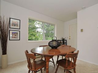Photo 10: 423 Creed Pl in View Royal: VR Hospital House for sale : MLS®# 619958