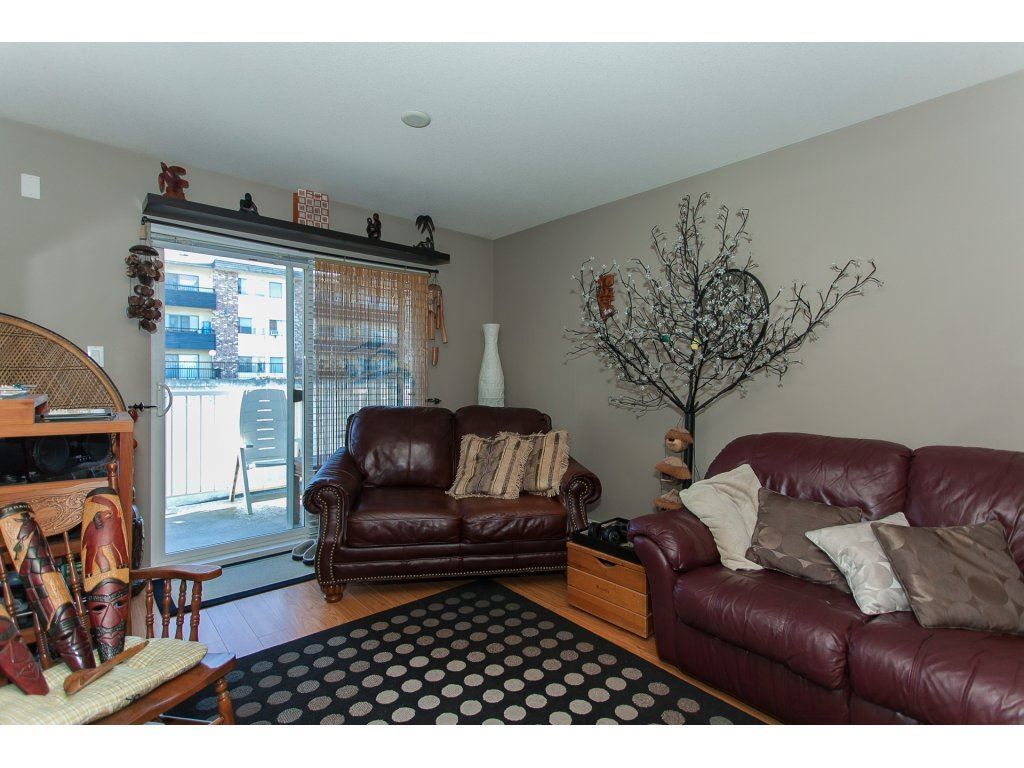 """Photo 10: Photos: 412 33960 OLD YALE Road in Abbotsford: Central Abbotsford Condo for sale in """"Old Yale Heights"""" : MLS®# R2241666"""
