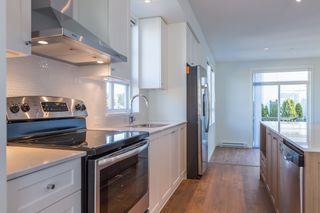 """Photo 4: 74 8476 207A Street in Langley: Willoughby Heights Townhouse for sale in """"YORK by Mosaic"""" : MLS®# R2108289"""