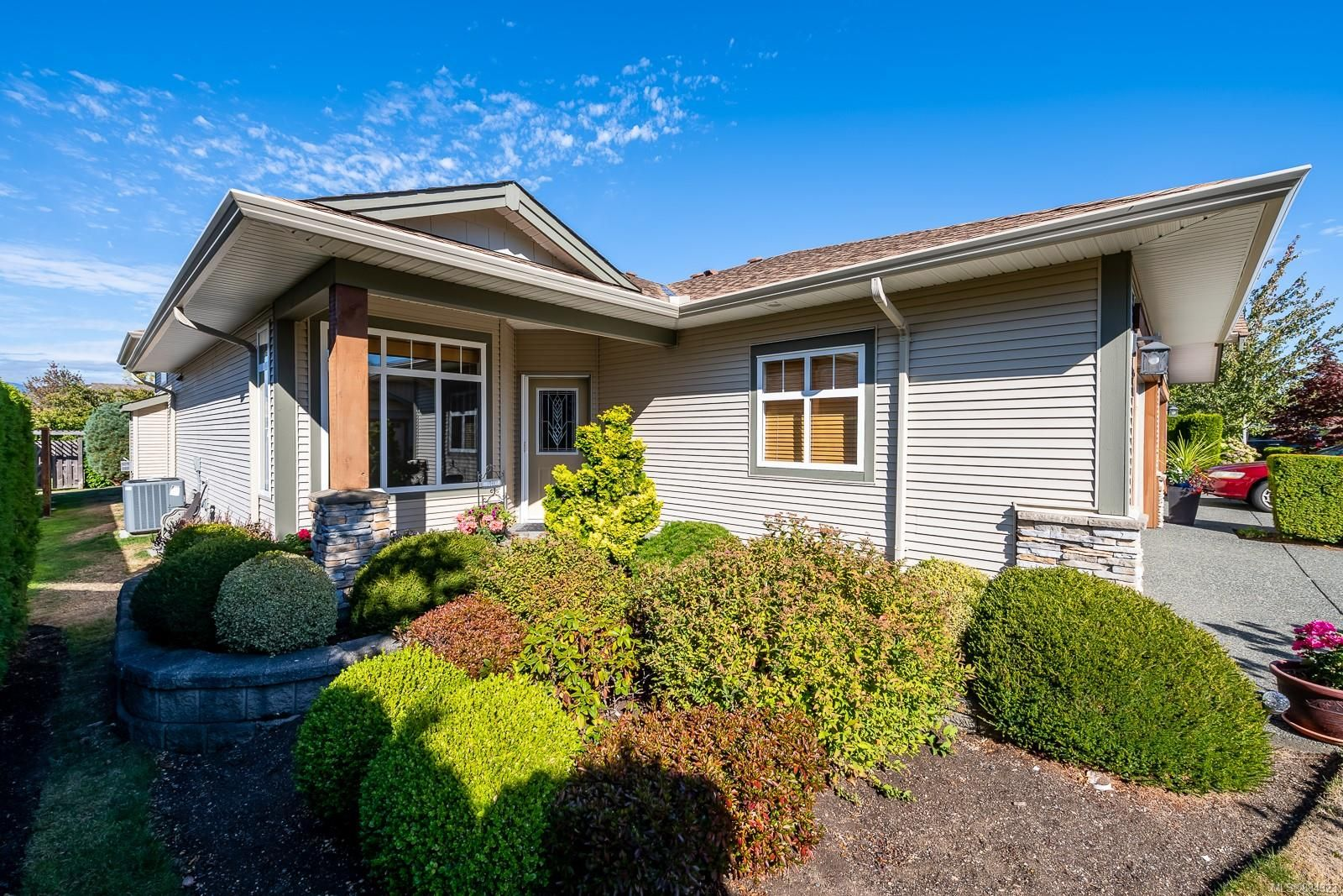 Main Photo: 19 2300 Murrelet Dr in : CV Comox (Town of) Row/Townhouse for sale (Comox Valley)  : MLS®# 884323