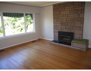 Photo 2: 907 KENT Street in New_Westminster: The Heights NW House for sale (New Westminster)  : MLS®# V778258