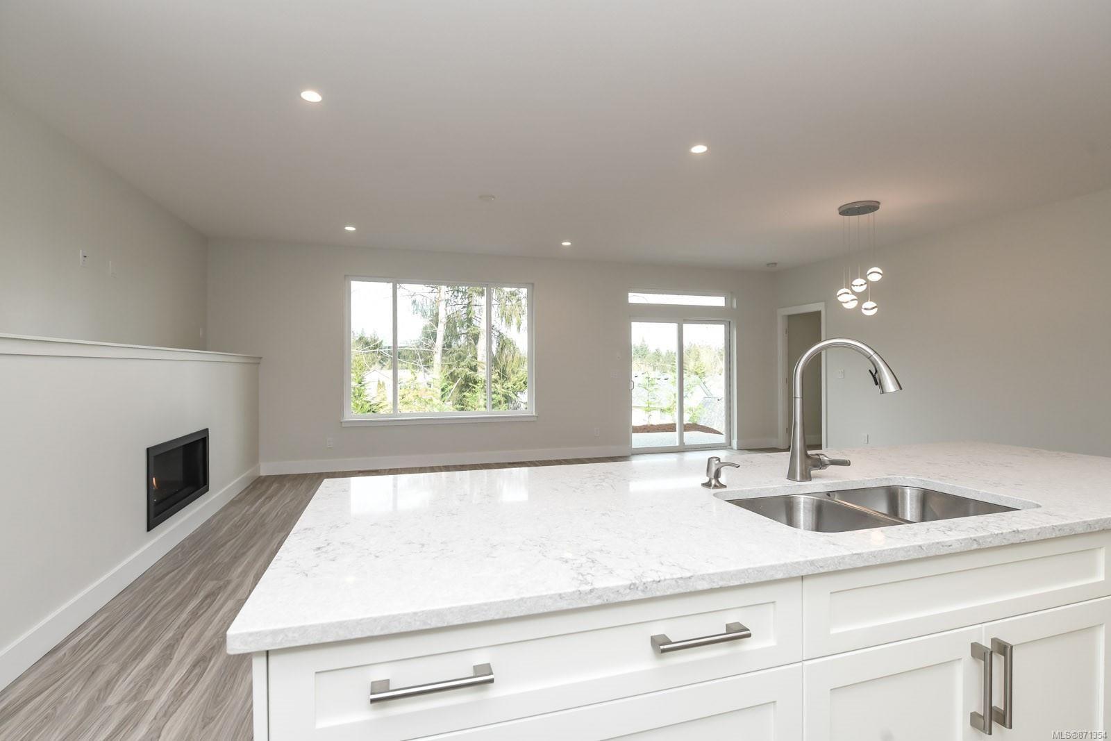 Photo 5: Photos: 68 Grayhawk Pl in : CV Courtenay City House for sale (Comox Valley)  : MLS®# 871354