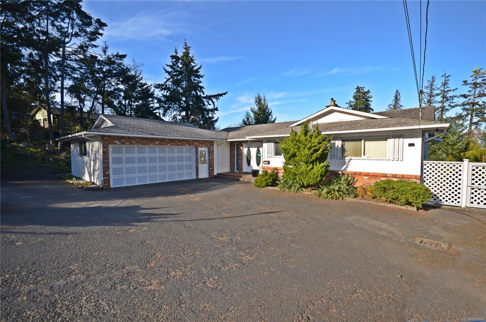 Main Photo: 3634 Planta Rd in : Na Hammond Bay House for sale (Nanaimo)  : MLS®# 869486
