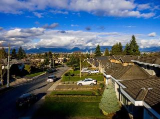 Photo 3: 5550 HALLEY Avenue in Burnaby: Central Park BS House for sale (Burnaby South)  : MLS®# R2125611