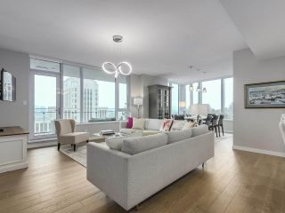 """Photo 4: 910 2888 CAMBIE Street in Vancouver: Fairview VW Condo for sale in """"The Spot"""" (Vancouver West)  : MLS®# R2343734"""