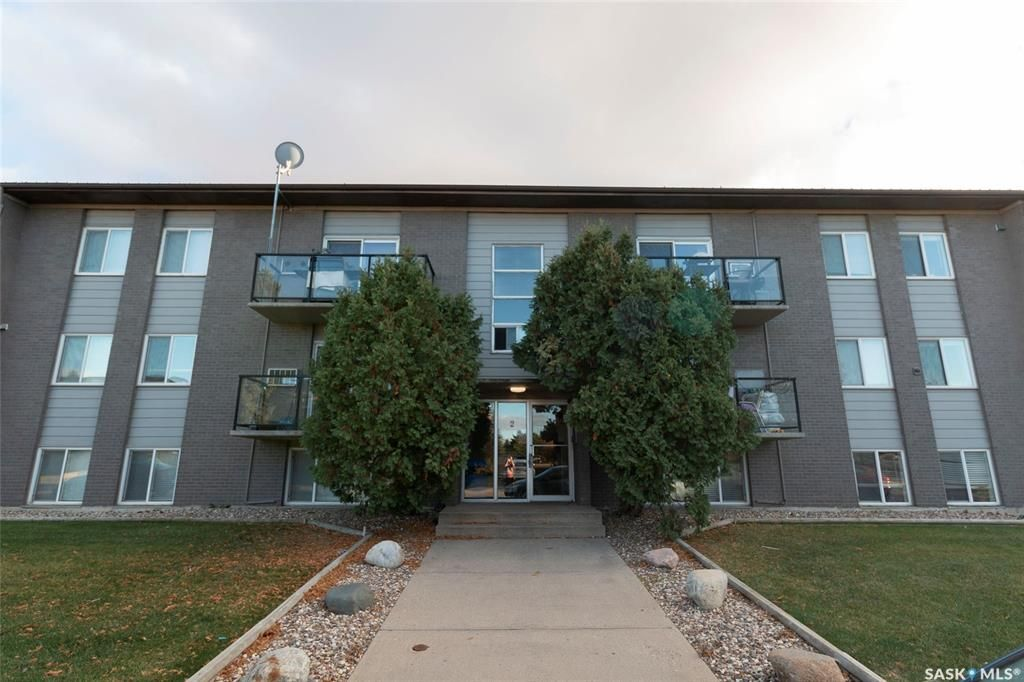 Main Photo: 7 2 Summers Place in Saskatoon: West College Park Residential for sale : MLS®# SK860698
