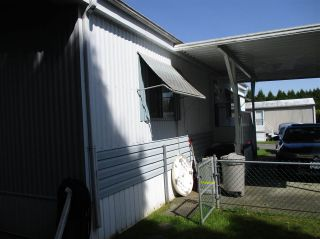 """Photo 4: 25 13507 81 Avenue in Surrey: Queen Mary Park Surrey Manufactured Home for sale in """"Park Boulevard Estates"""" : MLS®# R2583115"""