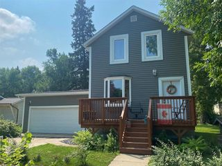 Photo 1: 569 Montcalm Avenue in Gretna: House for sale : MLS®# 202118510