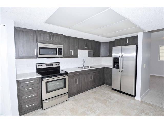 Photo 3: Photos: 24 CEDARGROVE Road SW in Calgary: Cedarbrae House for sale : MLS®# C4111523