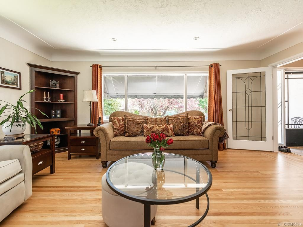 Photo 3: Photos: 2232 Cranmore Rd in Oak Bay: OB North Oak Bay House for sale : MLS®# 840539
