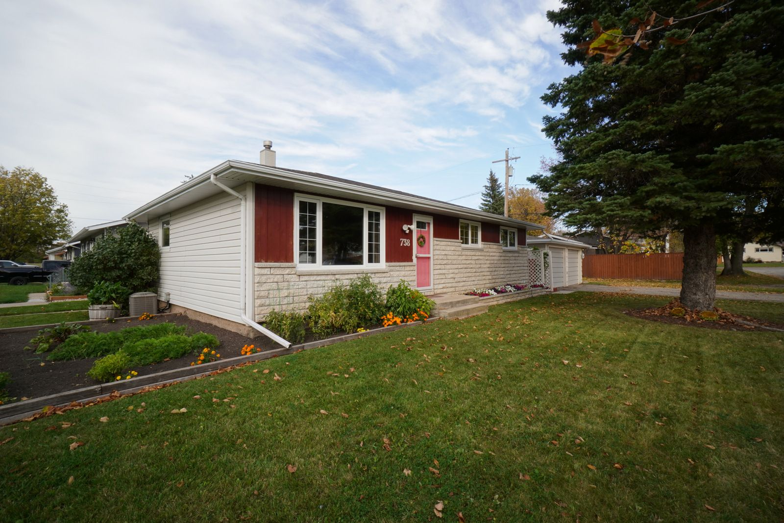 Main Photo: 738 4th St NW in Portage la Prairie: House for sale : MLS®# 202124462