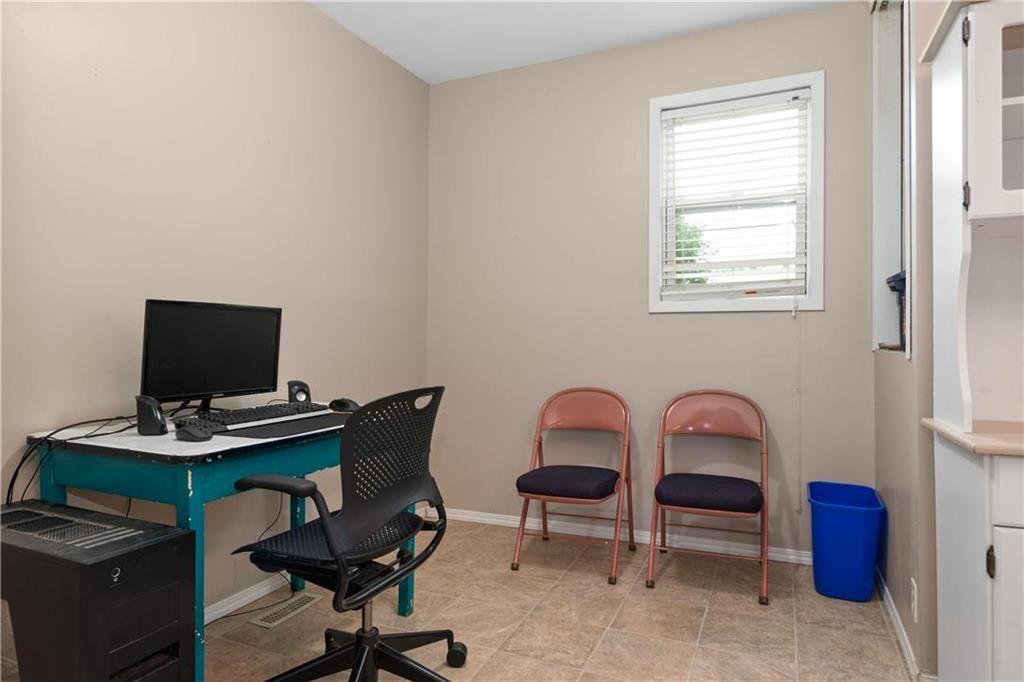 Photo 10: Photos: 364 Lariviere Street in Winnipeg: Norwood Residential for sale (2B)  : MLS®# 202115255