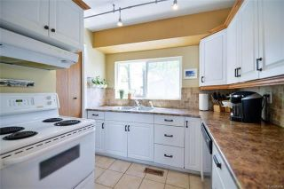 Photo 5: 18 Wakefield Bay in Winnipeg: Pulberry Residential for sale (2C)  : MLS®# 1812637