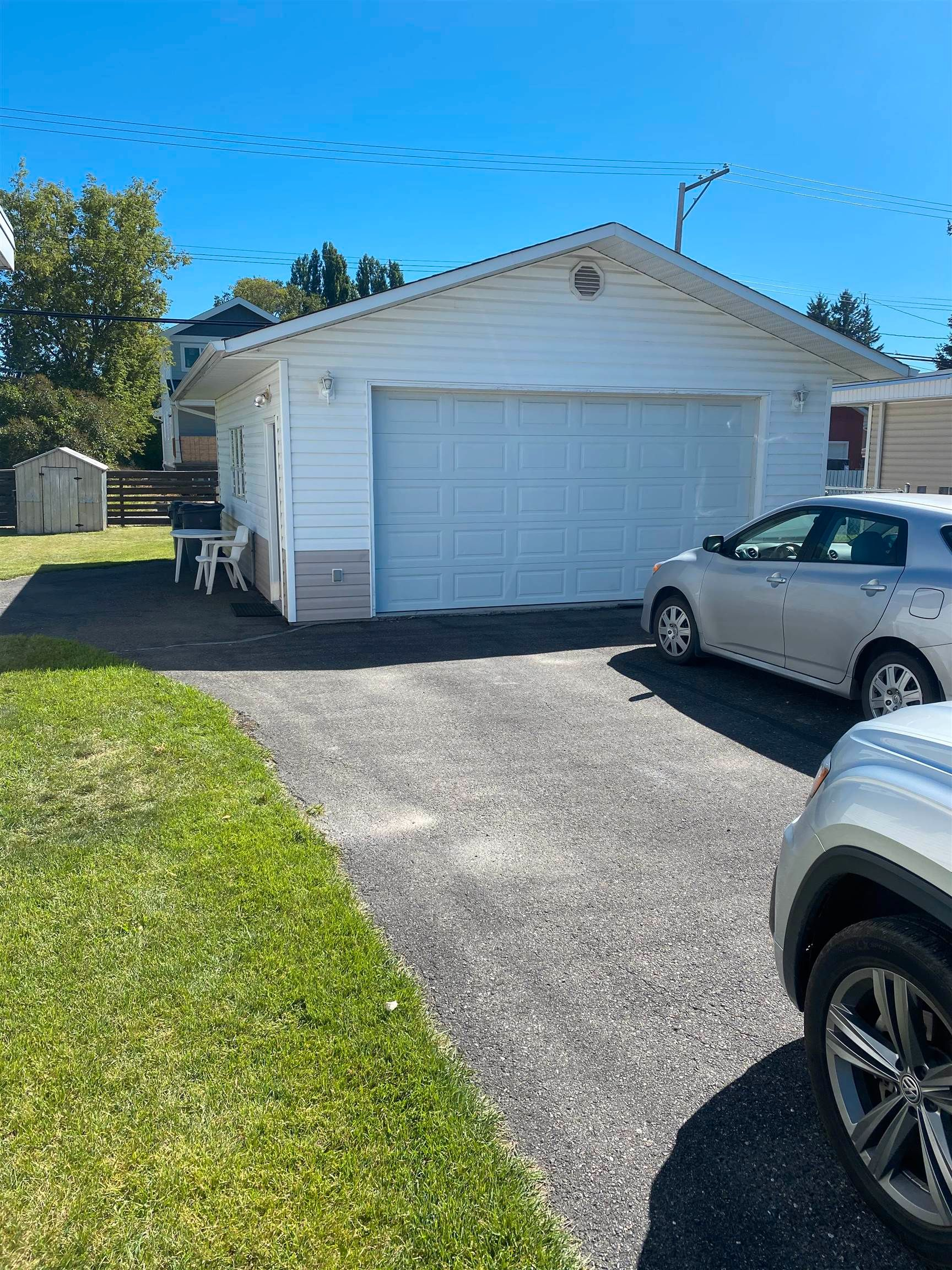 Photo 5: Photos: 346 - 352 CARNEY Street in Prince George: Central Duplex for sale (PG City Central (Zone 72))  : MLS®# R2609479