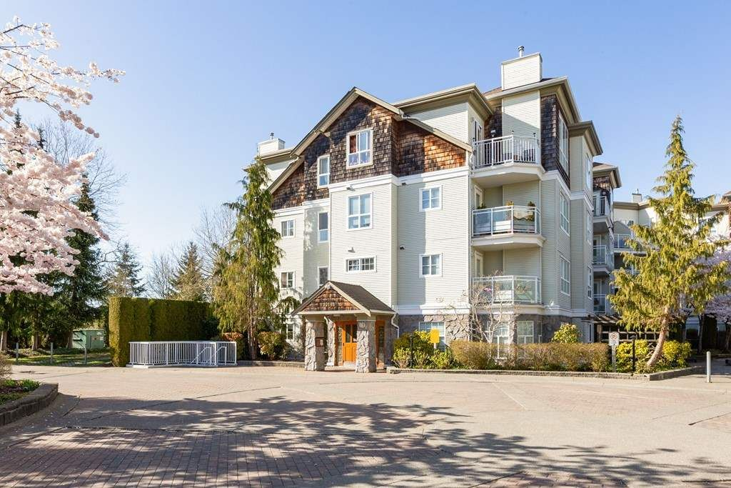 """Main Photo: 414 10188 155 Street in Surrey: Guildford Condo for sale in """"Sommerset"""" (North Surrey)  : MLS®# R2565723"""