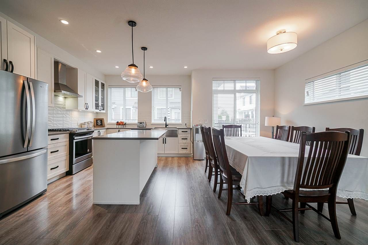 """Main Photo: 44 5945 176A Street in Surrey: Cloverdale BC Townhouse for sale in """"CRIMSON TOWN HOMES"""" (Cloverdale)  : MLS®# R2560814"""