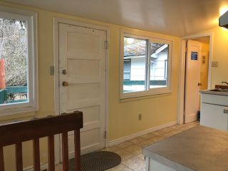 "Photo 8: 14729 GORDON Avenue: White Rock House for sale in ""WHITE ROCK BEACH"" (South Surrey White Rock)  : MLS®# R2443197"