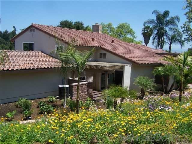 Main Photo: SOUTHWEST ESCONDIDO House for sale : 5 bedrooms : 1038 Via Contenta in Escondido