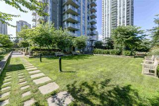 """Photo 19: 2102 3008 GLEN Drive in Coquitlam: North Coquitlam Condo for sale in """"M2 by Cressey"""" : MLS®# R2403758"""