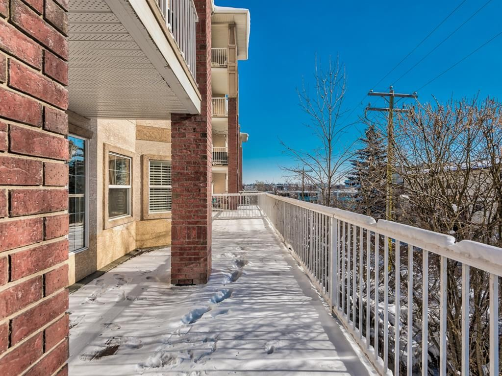 Main Photo: 205 417 3 Avenue NE in Calgary: Crescent Heights Apartment for sale : MLS®# A1114204