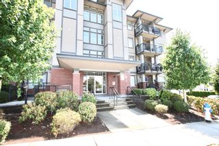 Photo 3: 311 33898 Pine Street in Abbotsford: Central Abbotsford Condo for sale : MLS®# R2601306