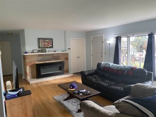 Photo 3: 5772 COWRIE Street in Sechelt: Sechelt District House for sale (Sunshine Coast)  : MLS®# R2588894