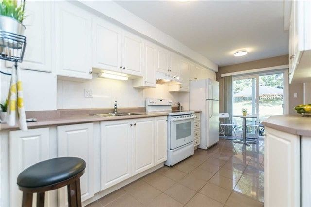 Photo 7: Photos: 48 1610 E Crawforth Street in Whitby: Blue Grass Meadows Condo for sale : MLS®# E4125009