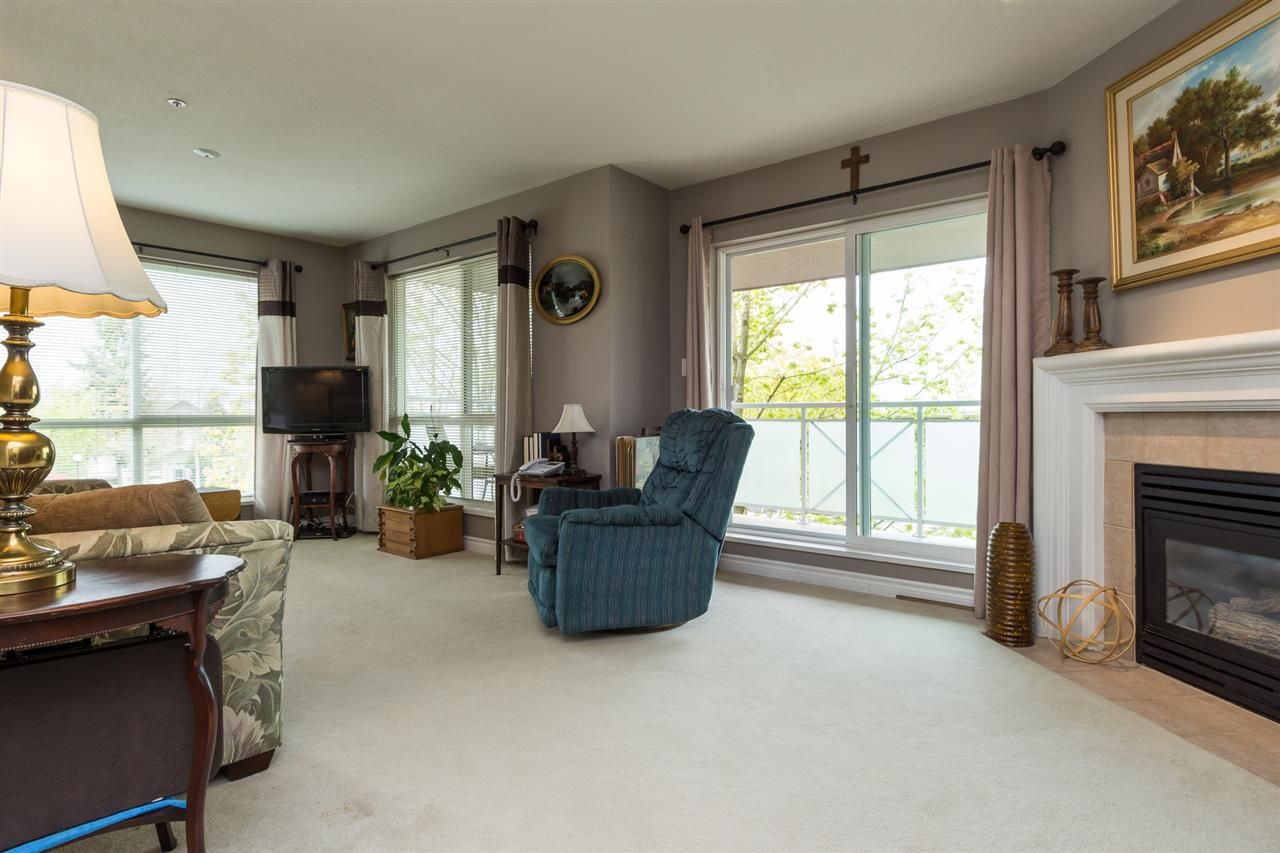 """Photo 3: Photos: 201 15130 29A Avenue in Surrey: King George Corridor Condo for sale in """"The Sands"""" (South Surrey White Rock)  : MLS®# R2161626"""