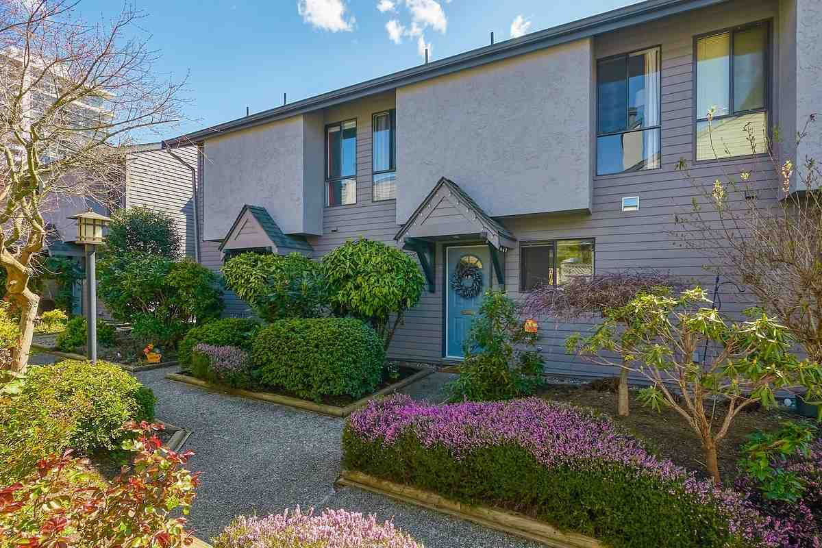 """Main Photo: 18 225 W 14TH Street in North Vancouver: Central Lonsdale Townhouse for sale in """"CARLTON COURT"""" : MLS®# R2567110"""