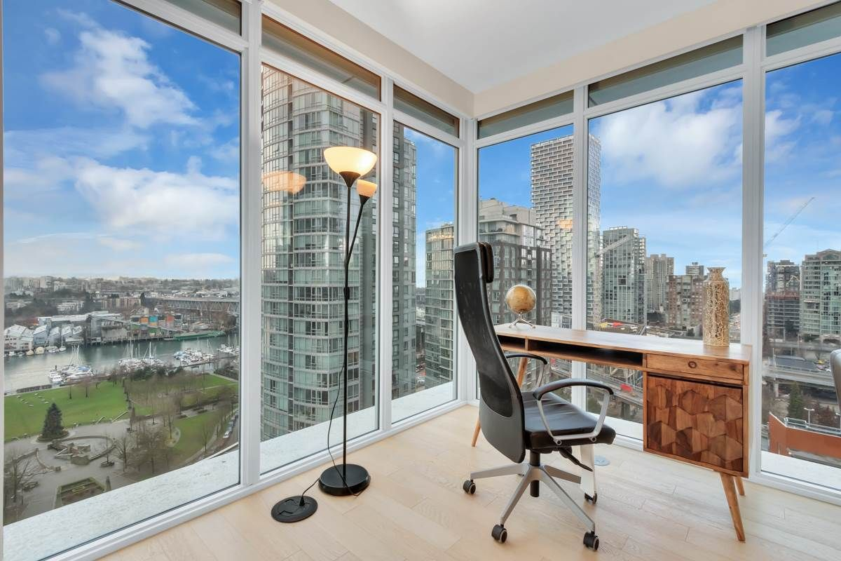 """Photo 6: Photos: 2001 499 PACIFIC Street in Vancouver: Yaletown Condo for sale in """"The Charleson"""" (Vancouver West)  : MLS®# R2456013"""