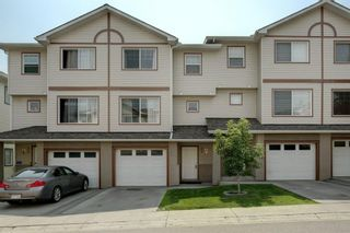 Main Photo: 25 Dover Mews SE in Calgary: Dover Row/Townhouse for sale : MLS®# A1129840