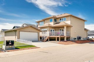 Photo 2: 329 Player Crescent in Warman: Residential for sale : MLS®# SK845167