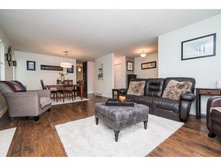 Photo 5: 20440 WALNUT Crescent in Maple Ridge: Southwest Maple Ridge House for sale : MLS®# R2164785