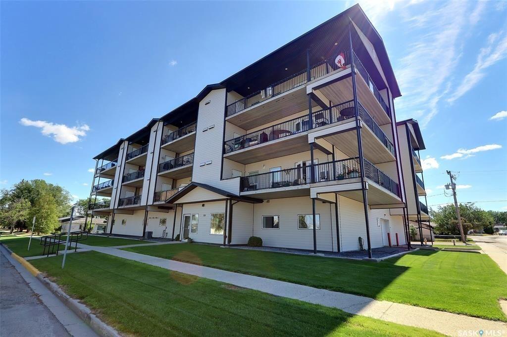 Main Photo: 304 220 McCallum Avenue in Birch Hills: Residential for sale : MLS®# SK867617