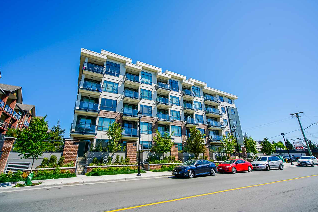 Main Photo: 407 5638 201A Street in Langley: Langley City Condo for sale : MLS®# r2456586