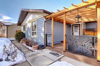 Photo 2: 66 Farnham Drive SE in Calgary: Fairview Detached for sale : MLS®# A1072222