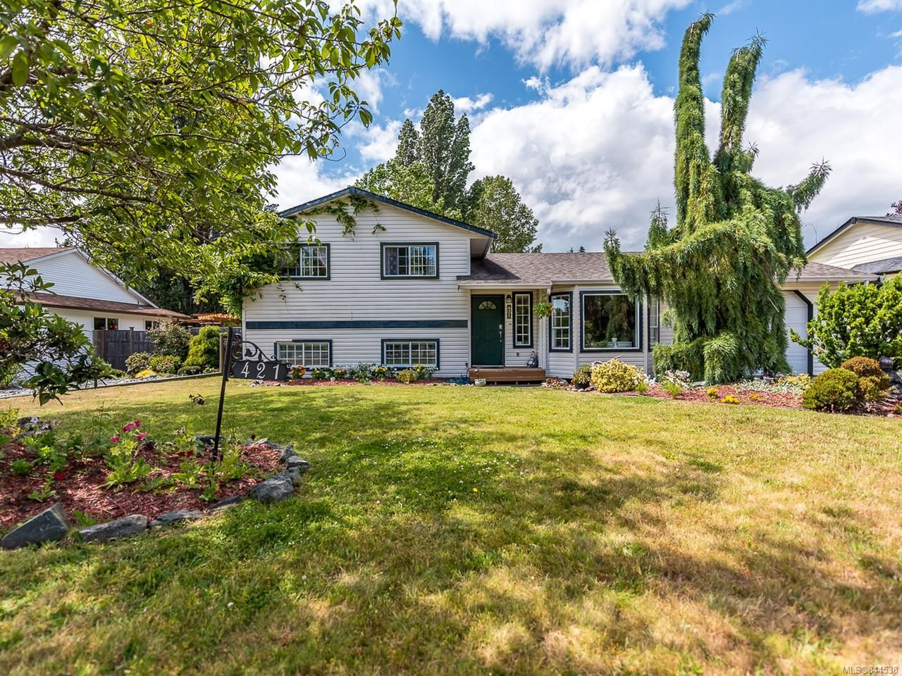 Main Photo: 421 Quarry Rd in COMOX: CV Comox (Town of) House for sale (Comox Valley)  : MLS®# 844538