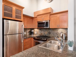 Photo 6: 329 10 RENAISSANCE SQUARE in New Westminster: Quay Condo for sale : MLS®# R2330423