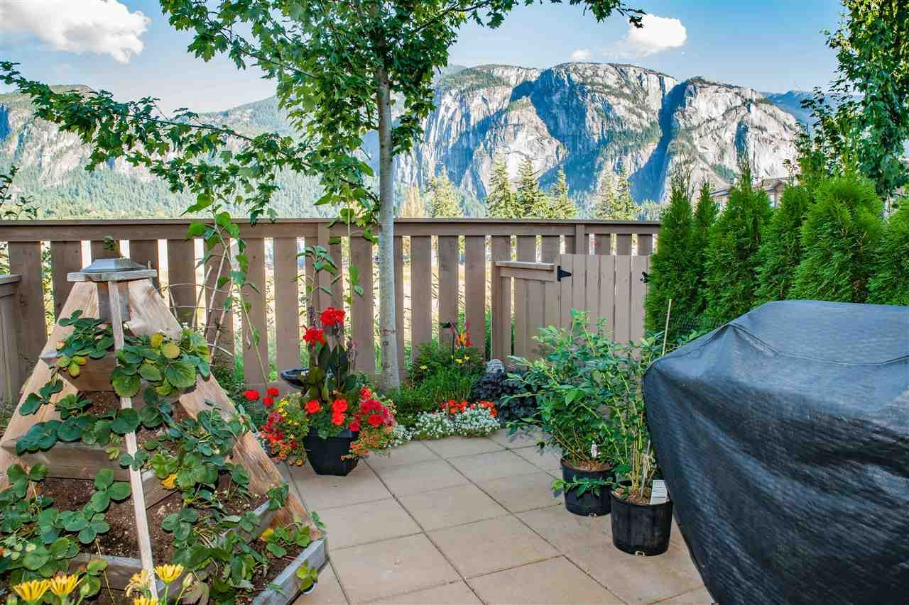 """Main Photo: 38352 EAGLEWIND Boulevard in Squamish: Downtown SQ Townhouse for sale in """"Eaglewind"""" : MLS®# R2201863"""