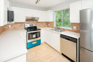 """Photo 8: 39 8716 WALNUT GROVE Drive in Langley: Walnut Grove Townhouse for sale in """"WILLOW ARBOUR"""" : MLS®# R2399861"""