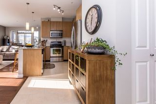 Photo 3: 304 2477 KELLY Avenue in Port Coquitlam: Central Pt Coquitlam Condo for sale : MLS®# R2421368