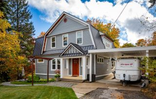 Main Photo: 2565 COLUMBIA AVENUE in Rossland: House for sale : MLS®# 2460125